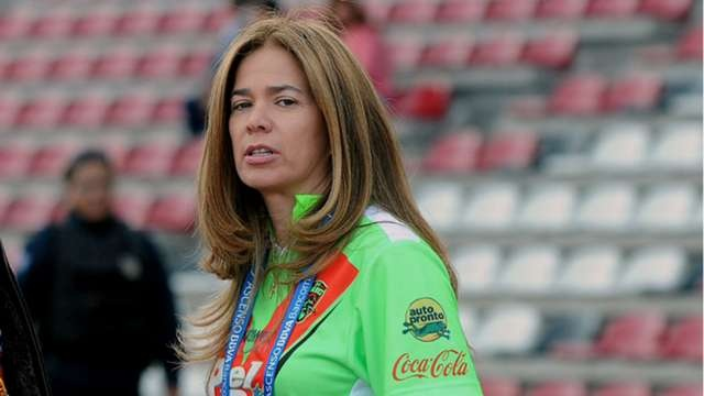 Ella es Alejandra de la Vega, dueña de los Bravos de Juárez