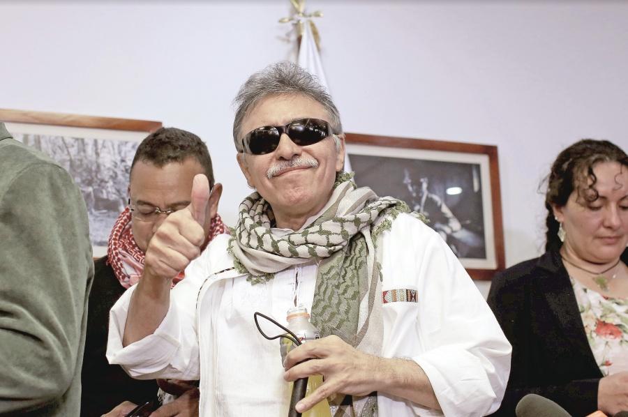 Exjefe de las FARC ocupa su lugar como Congresista