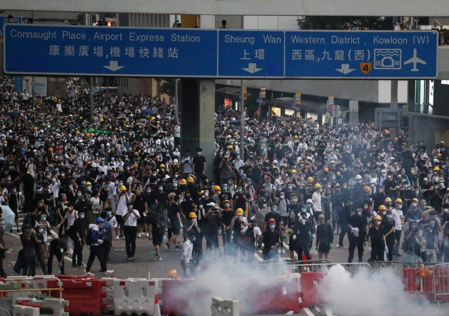 Miles protestan en Hong Kong, por ley de extradiciones