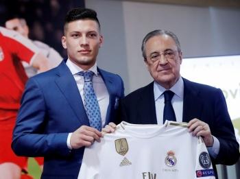 Real Madrid presenta a Luka Jovic como su nuevo jugador