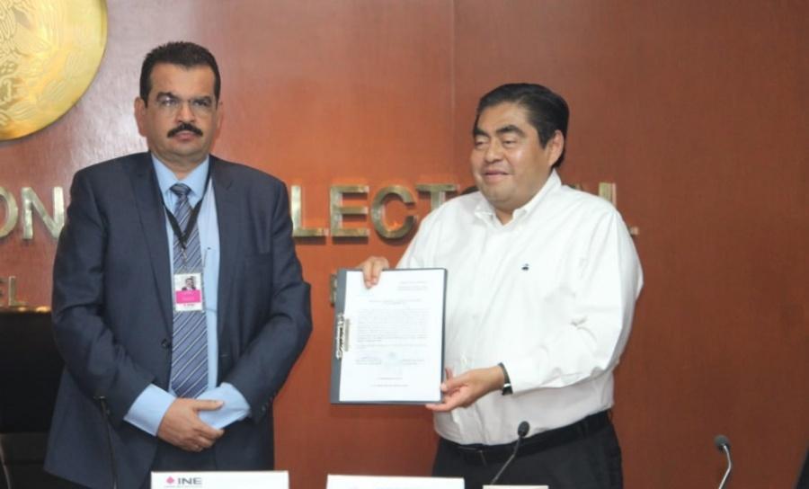Recibe Miguel Barbosa constancia como Gobernador electo de Puebla