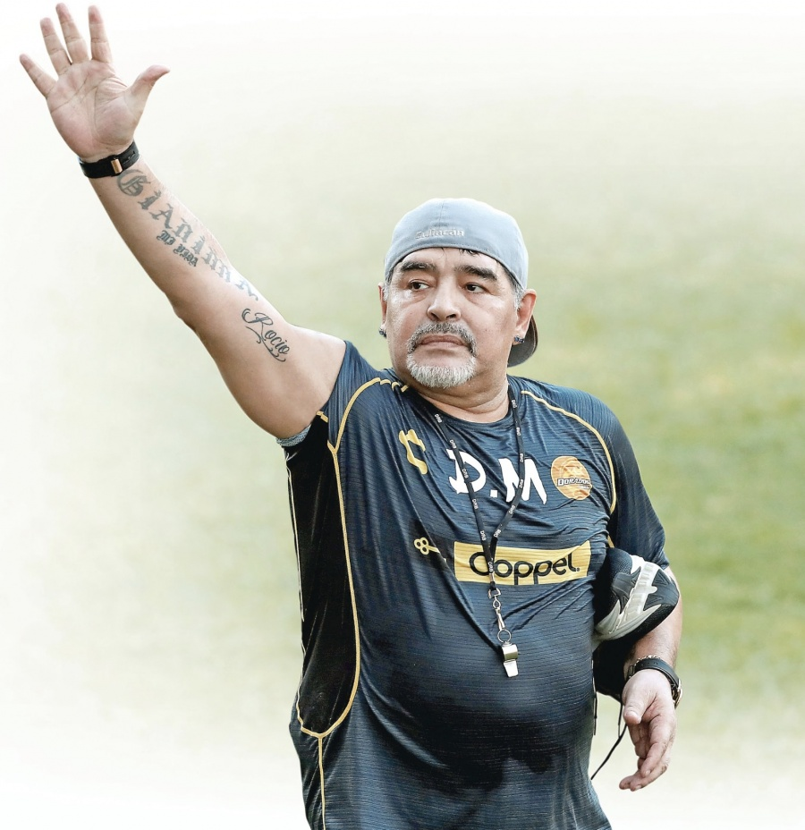 Diego Maradona se despide del futbol mexicano; deja dos subtítulos