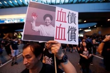 Carrie Lam, acepta responsabilidad por enfrentamientos en Hong Kong