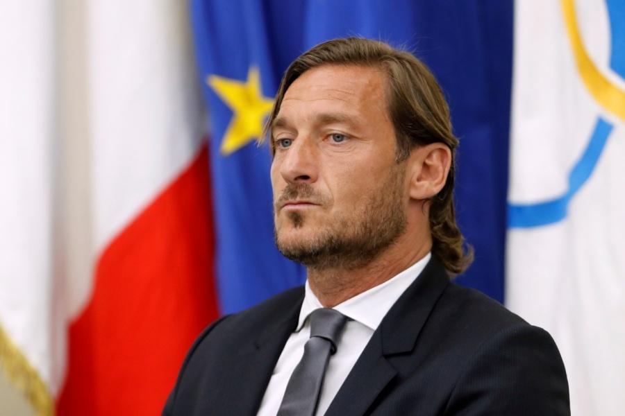Francesco Totti deja su cargo como directivo de la Roma