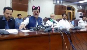 Ponen filtro de gatito a un ministro en Pakistán