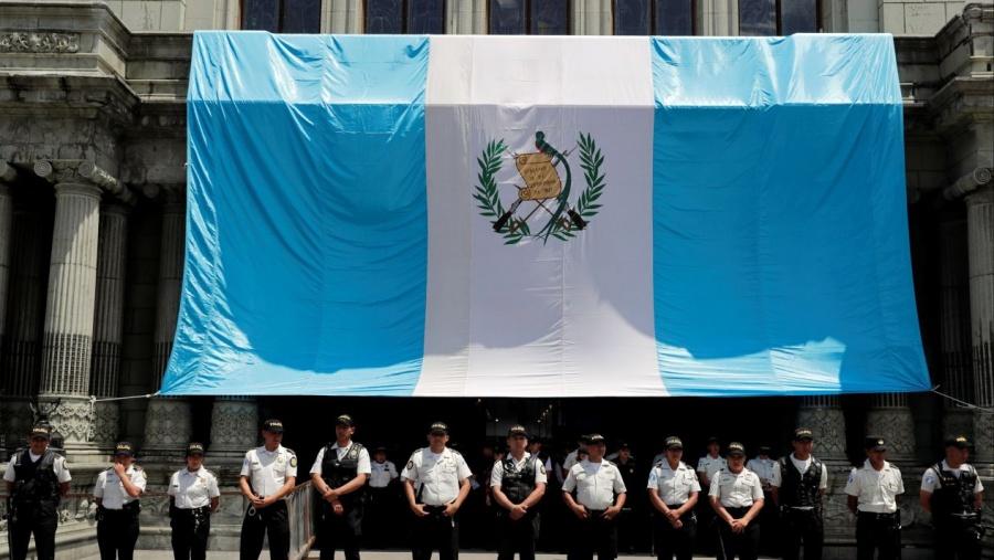 """Admite Guatemala estar en negociaciones para ser """"tercer país seguro"""