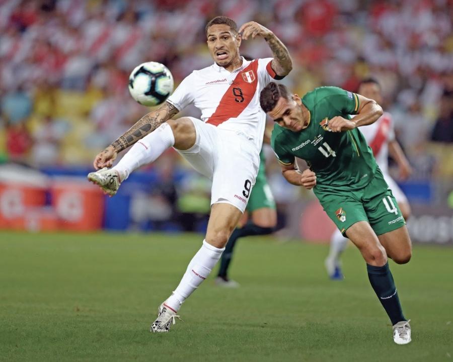 Paolo Guerrero brilla con gol para Perú y apagan a Bolivia