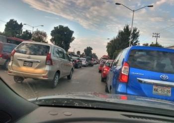 Reportan caos vial en Vallejo y Montevideo por semáforos descompuestos