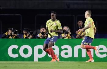 Duván Zapata mete a Colombia a los cuartos de final de la Copa América