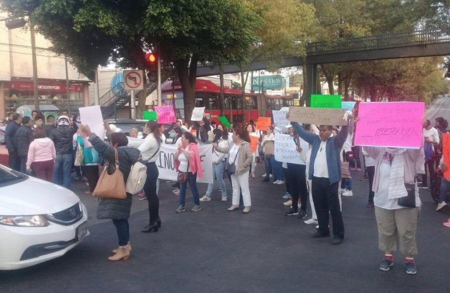 Manifestantes cierran Insurgentes Sur y Ayuntamiento, en Tlalpan
