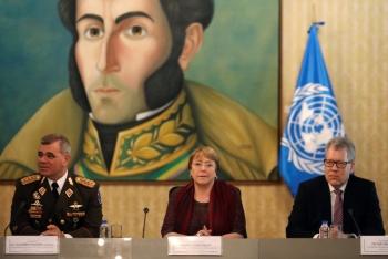Bachelet se reúne con funcionarios del gobierno de Maduro