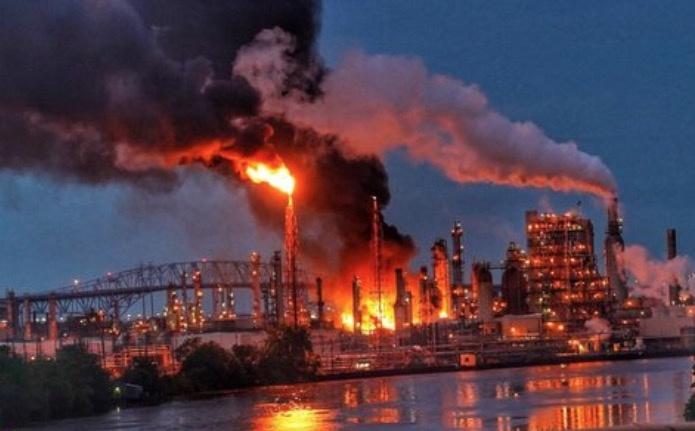 Fuerte explosión provoca incendio en refinería en Filadelfia
