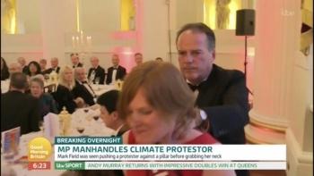 Suspenden a diputado por agredir a una manifestante de Greenpeace