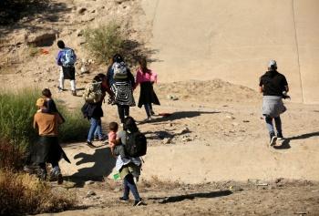 Presentan demócratas medidas para atender a migrantes