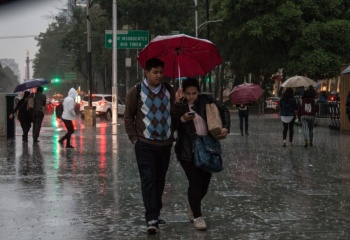 Prevén lluvias en más de la mitad del país este sábado