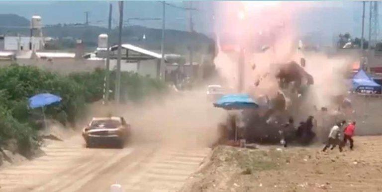 Carrera de autos se sale de control en Puebla