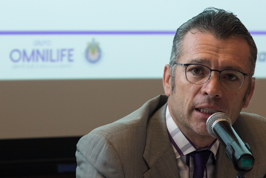 Chivas anuncia la salida de José Luis Higuera