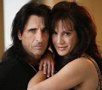 Alice Cooper tiene un pacto de muerte con su esposa