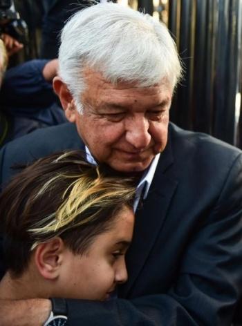 ABC Radio pide a conductor disculparse por discriminar a hijo menor de AMLO