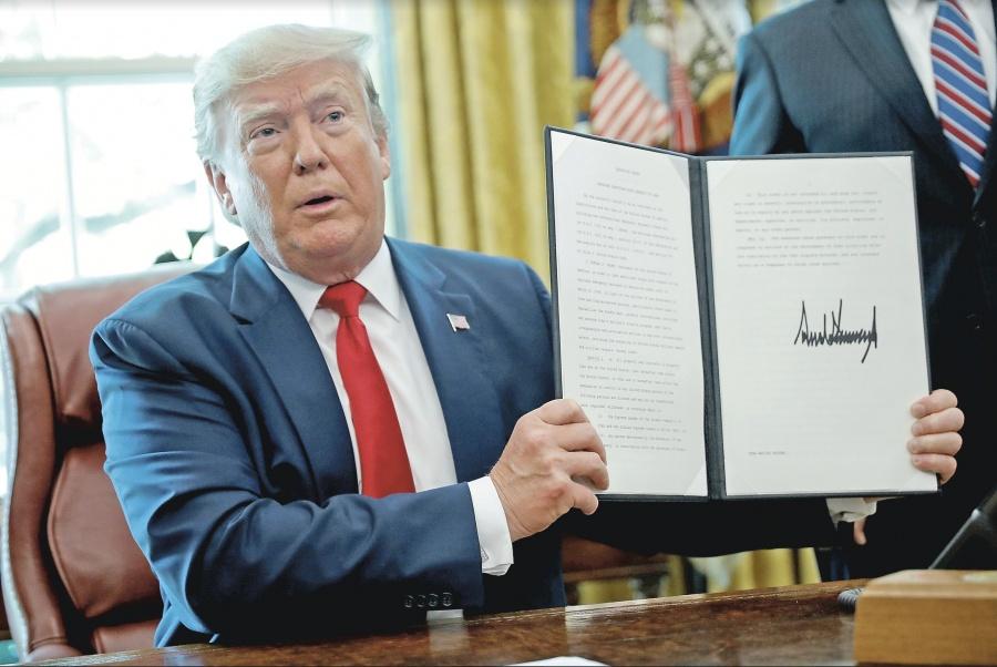 Trump bloquea cuentas del líder supremo iraní