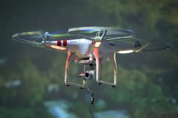Chinos buscan armar drones en California