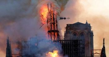 Siguen investigaciones sobre incendio en Notre Dame
