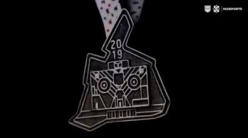 Presentan medallas del Maratón de la Ciudad de México