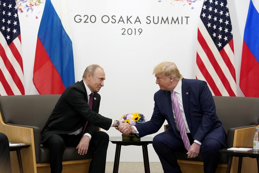"""Trump bromea con Putin durante el G20: """"no interfiera en las elecciones de EU"""""""