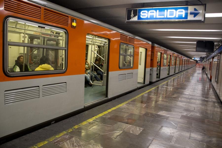 Estación Zócalo del Metro cierra por informe de AMLO