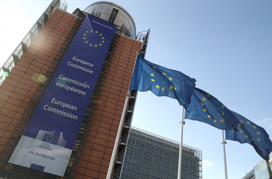 UE, abierta a negociar con EU en torno a disputa comercial