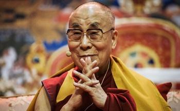 Dalai Lama se disculpa por comentarios sobre posible mujer sucesora