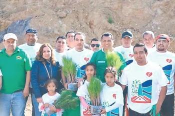 Samy Gurrión inicia reforestación en Hierve El Agua