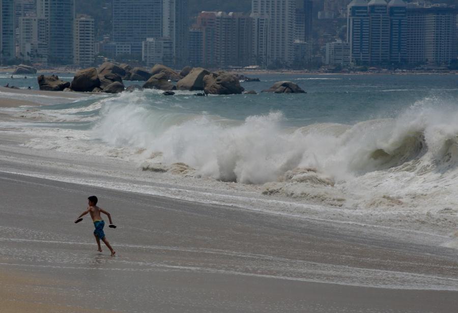 Alertan presencia de mar de fondo en costas de Guerrero