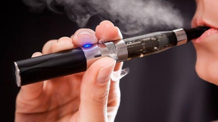 ¿Contamina más una vela que un cigarro electrónico? Esto dice la ciencia