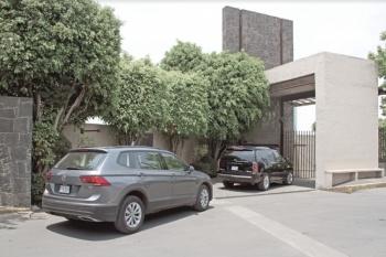 Juez impide a FGR vender la casa asegurada de Lozoya