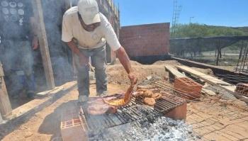 Prohíben a albañiles hacer fogatas para preparar comida