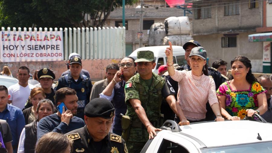 Sheinbaum y la Guardia Nacional recorren calles en Iztapalapa