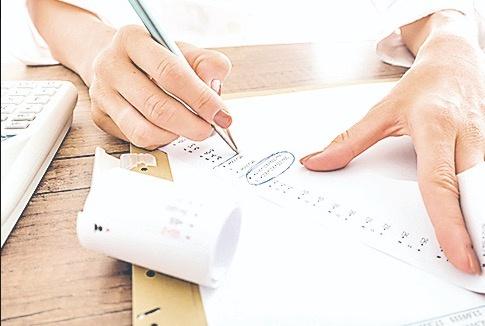 Entran más impuestos del exterior y menos por IVA