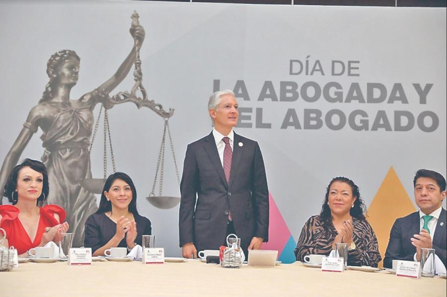 Del Mazo reconoce labor de abogados
