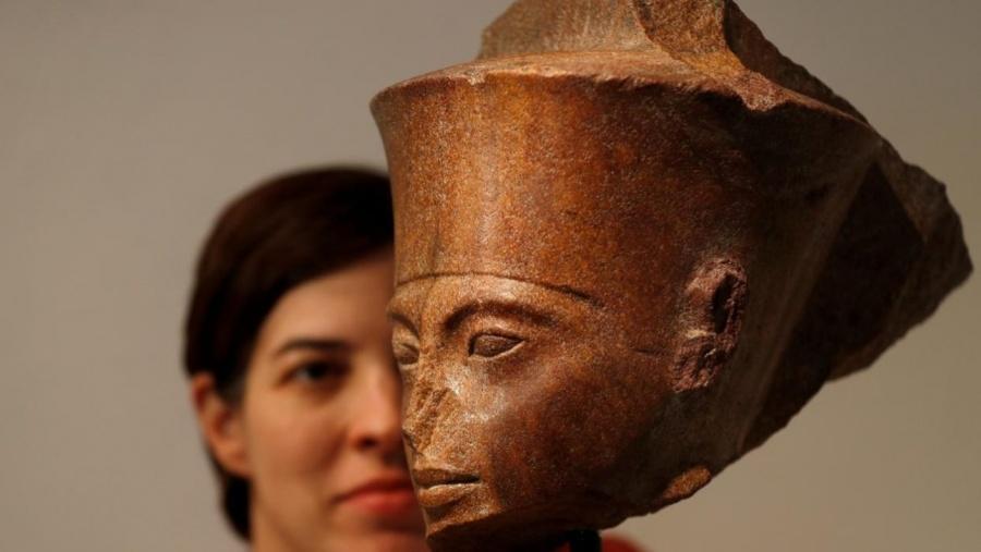 Tutankamón es subastado en 5.9 millones de dólares