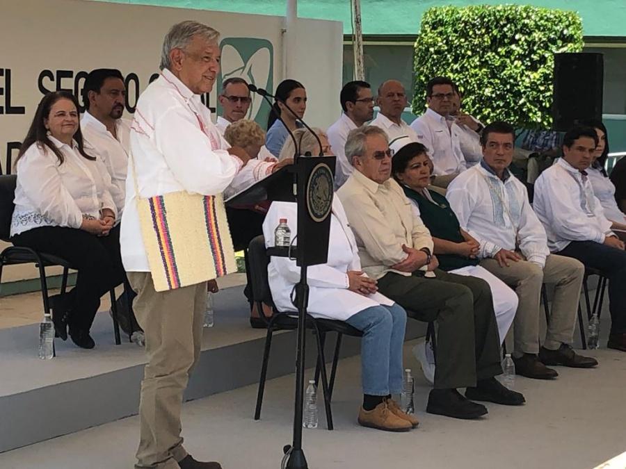 En Chiapas, AMLO manifestó su respeto al movimiento zapatista y llamó a la unidad