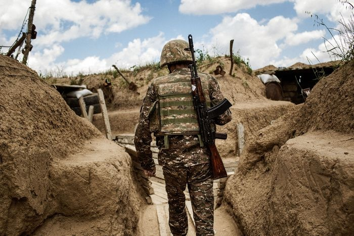 Explosión en base militar, deja dos muertos en Azerbaiyán