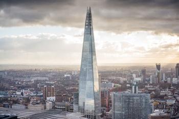 VIDEO: Sin arnés, un hombre escala el rascacielos más alto de Londres