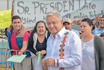 """Desabasto de medicinas es """"politiquería"""": AMLO"""