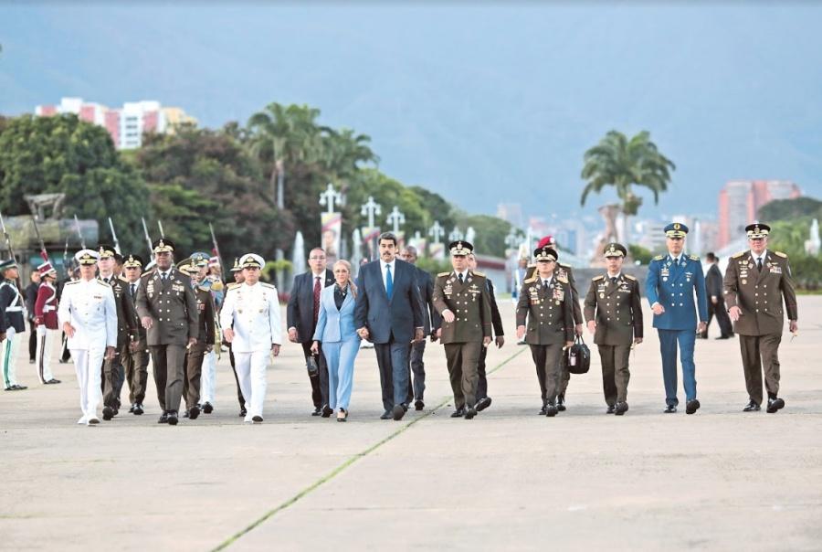 Maduro sustituye a Cúpula Militar en busca de lealtades