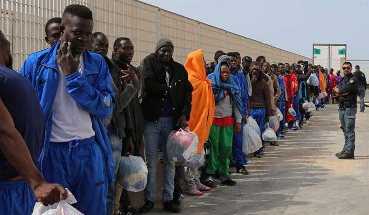 Italia cierra el centro para inmigrantes más grande de Europa