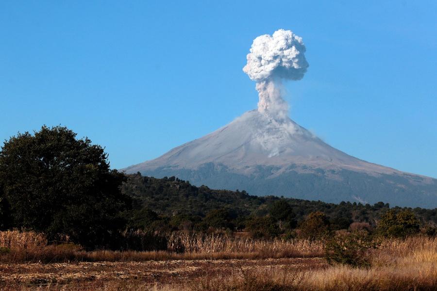 VIDEO: Popocatépetl registra columna de ceniza de 1.5 kilómetros