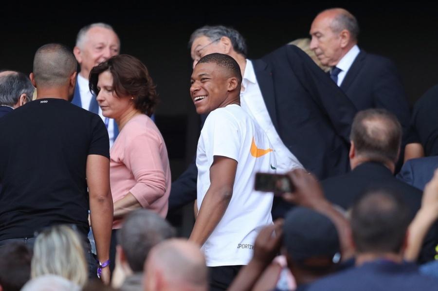 No prometo la renovación de Mbappé con el PSG: Leonardo