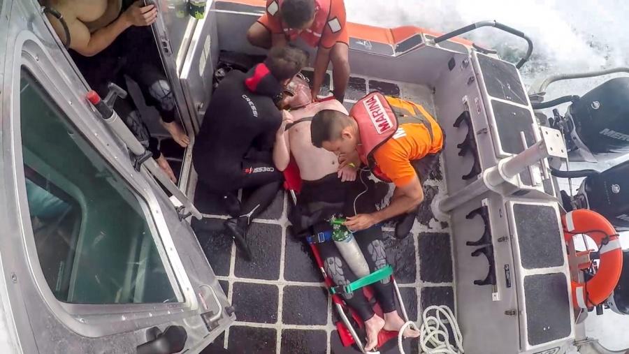 Semar realiza evacuación médica de un turista en playa de Cabo San Lucas