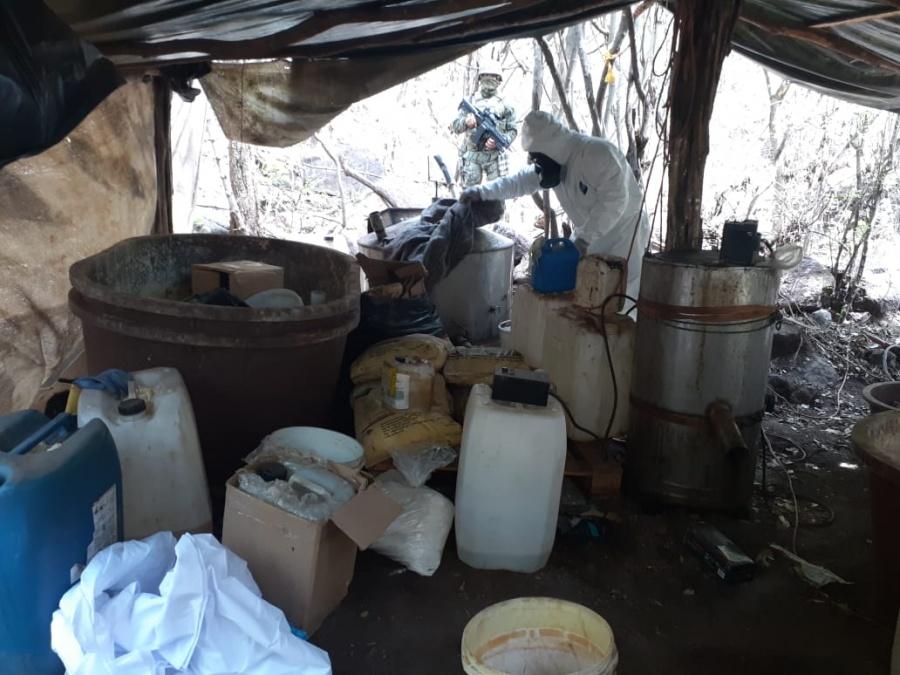 Marina destruye laboratorios clandestinos de droga sintética en Sinaloa
